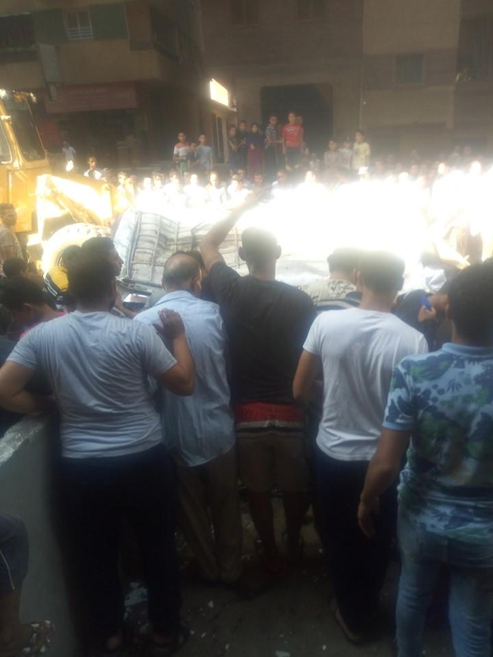 سقوط سيارة مكروباص من اعلى محور صفط نتج عنه عدد من الوفيات والمصابين (2)