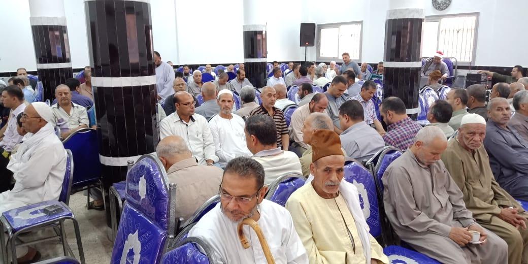 أسرة الدكتور ابو بكر عبد المنعم تتلقى عزاءه بمسقط رأسه بكفر شكر (4)