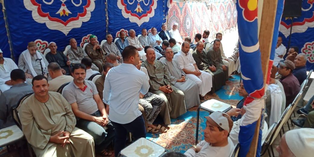 أسرة الدكتور ابو بكر عبد المنعم تتلقى عزاءه بمسقط رأسه بكفر شكر (7)