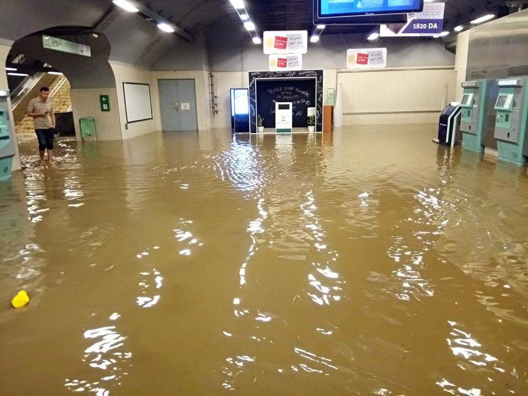 المياه تغمر محطات المترو