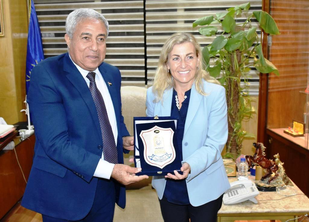 محافظ أسوان يستقبل سفيرة النرويج بالقاهرة (3)