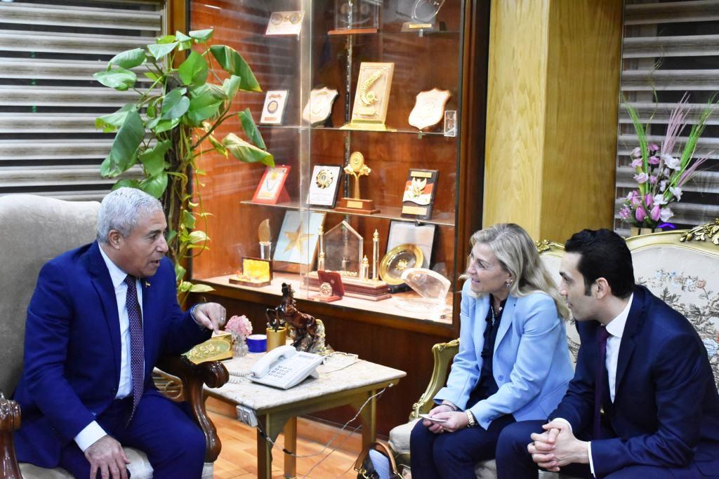 محافظ أسوان يستقبل سفيرة النرويج بالقاهرة (5)