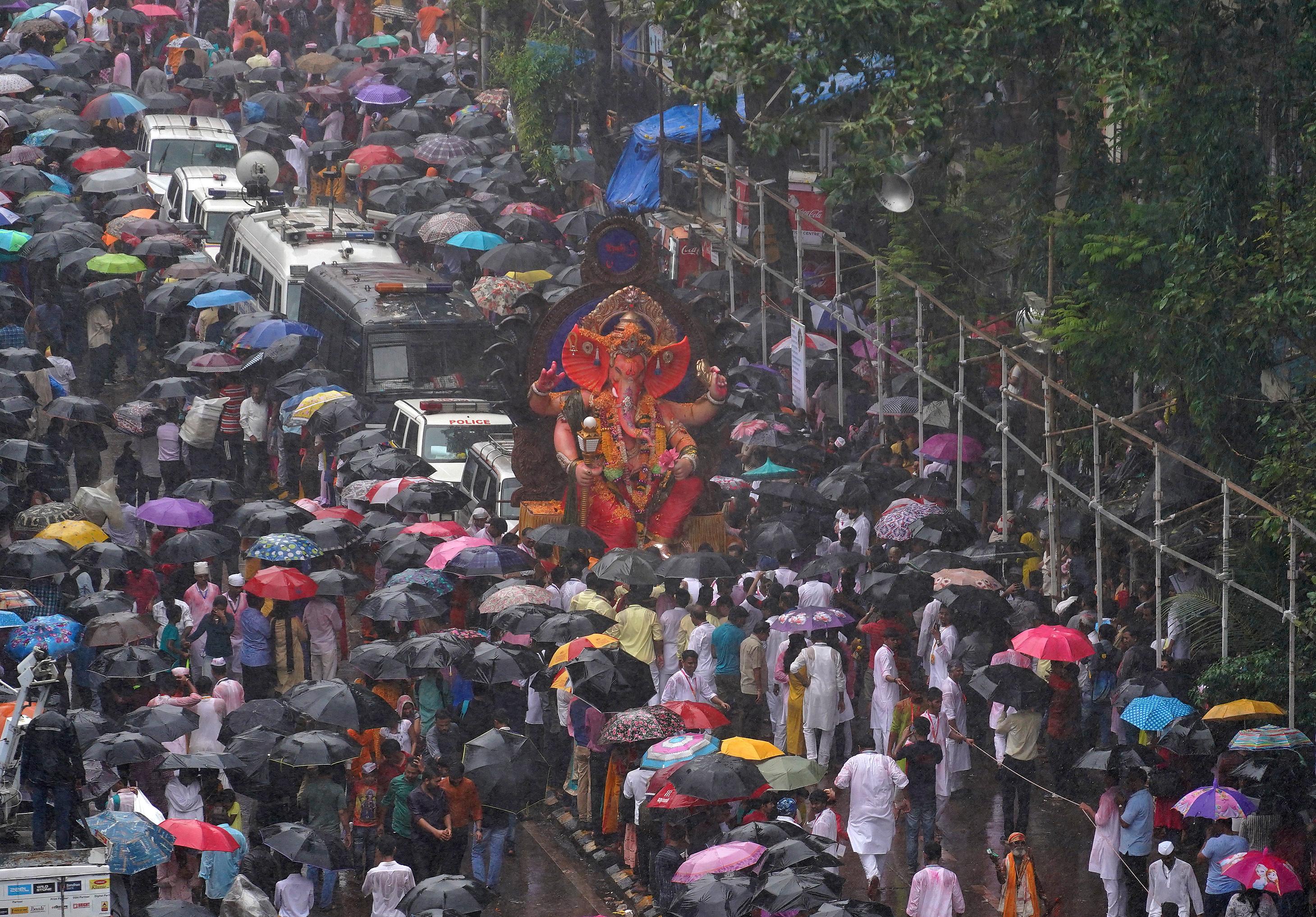 مهرجان جانيش تشاتورثى إلة الحكمة وجلب السعادة