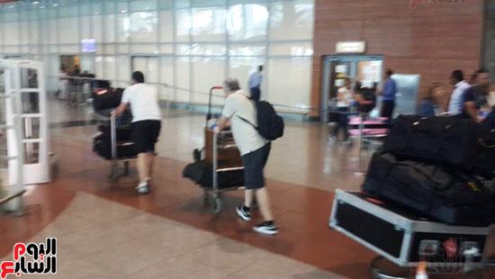 كؤوس-مانشستر-سيتي-الإنجليزي-تصل-مطار-القاهرة-ضمن-جولتها-العالمية-(2)
