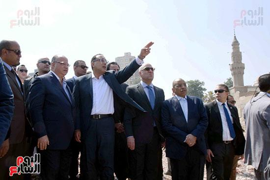 رئيس الوزراء بيتفقد منطقة سور مجرى العيون ومنطقة عين الحياة(8)