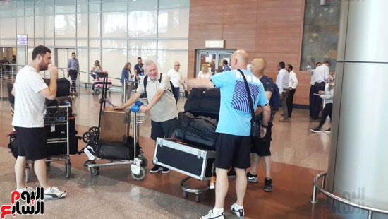 كؤوس-مانشستر-سيتي-الإنجليزي-تصل-مطار-القاهرة-ضمن-جولتها-العالمية-(1)
