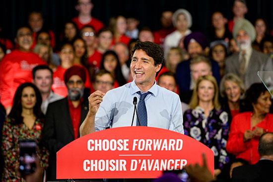 رئيس الوزراء الكندى جاستن ترودو يطلق حملته الانتخابية فى تجمع حاشد فى فانكوفر