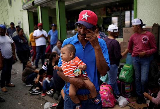 مكسيكيون يطلبون اللجوء للولايات المتحدة