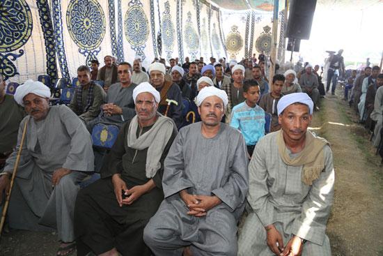 8 عائلات فى جلسة صلح بقرية حردوم بقنا
