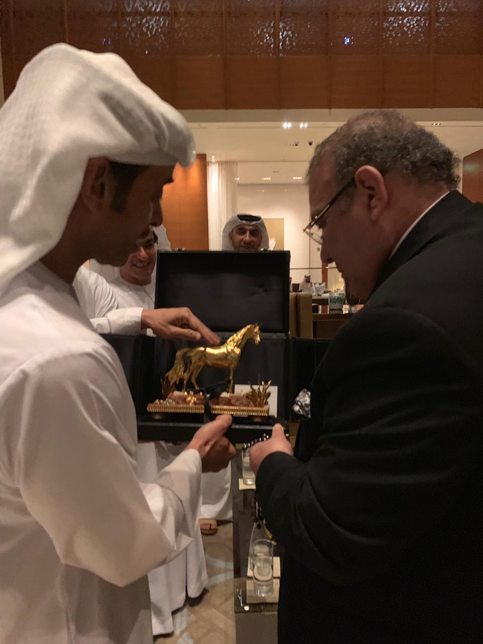 درع الحصان العربى الذهبى للدكتور حسن راتب لإسهامه فى اعداد موسوعة حكيم العرب (4)