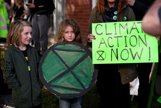 دعوات-لحماية-المناخ-بين-نشطاء-مناهضين-لترودو