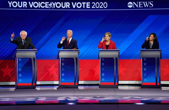 المرشحون-الديمقراطيون-أثناء-المناظرة