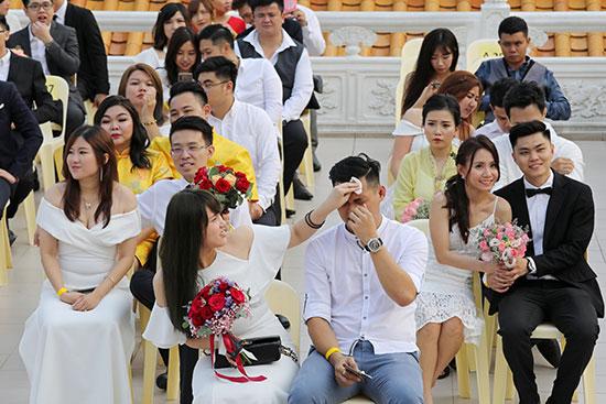 الأزواج خلال الحفل