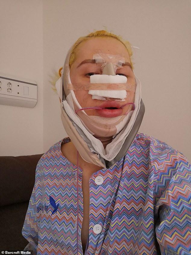 شاب بريطانى يجرى عمليات جراحية (3)
