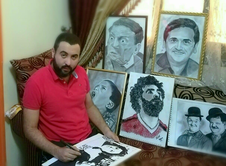 القارئ مع  بعض رسوماته