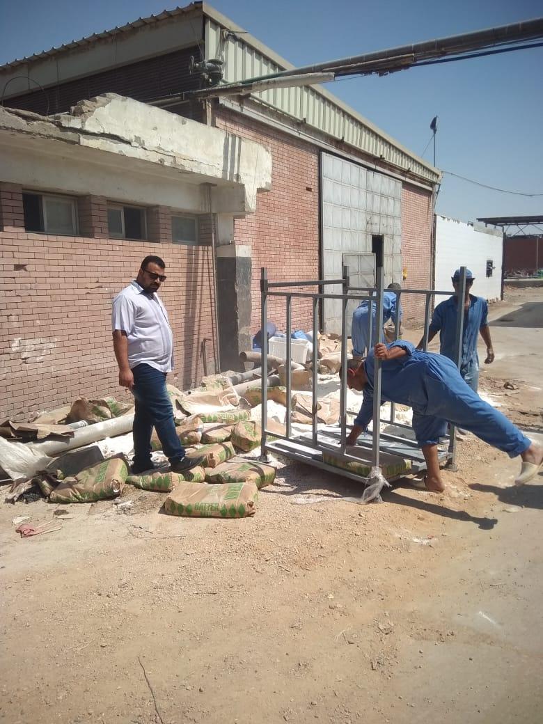 المصنع المضبوط بالعاشر به الأغذية الفاسدة (2)