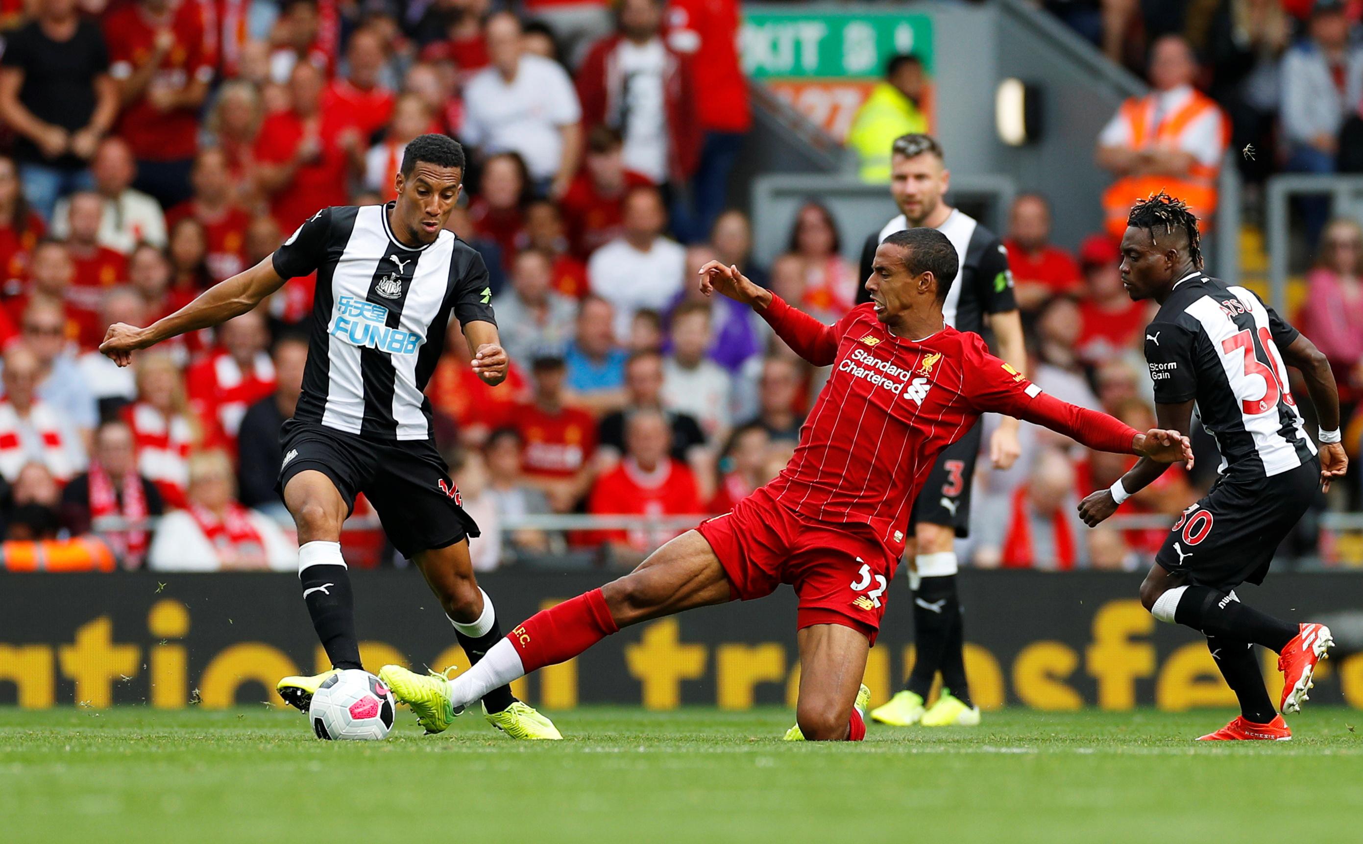 مباراة ليفربول ضد نيوكاسل (4)
