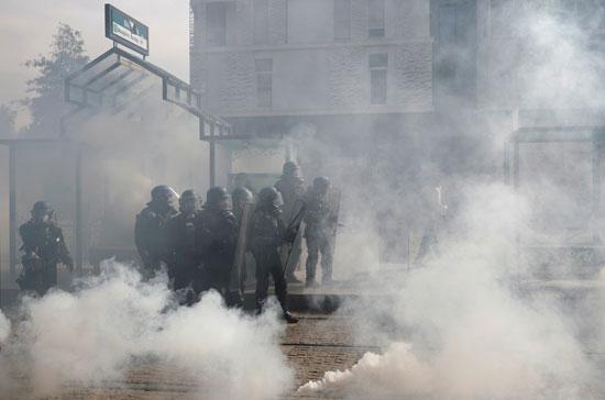 الاشتباكات بين المتظاهرين وقوات الامن