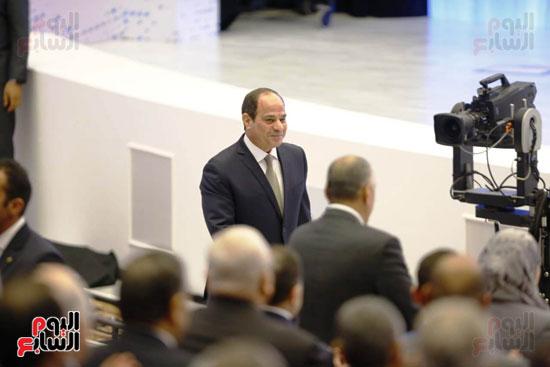 السيسى بقاعة مؤتمر الشباب الثامن