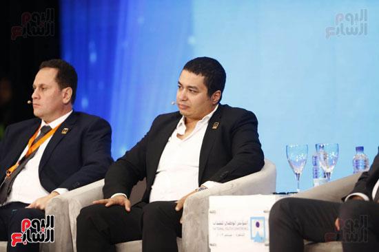 المتحدثون خلال المؤتمر