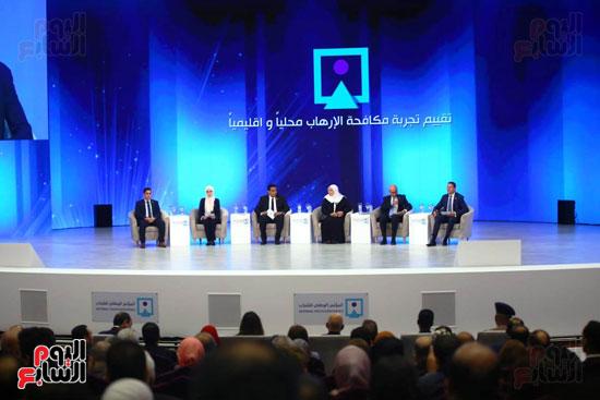 المحاضرون بالجلسة الأولى