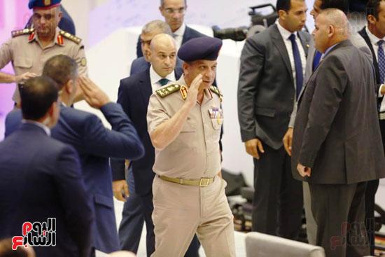 وزير الدفاع يصل مؤتمر الشباب