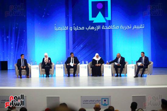 جانب من الجلسة الأولى بالمؤتمر