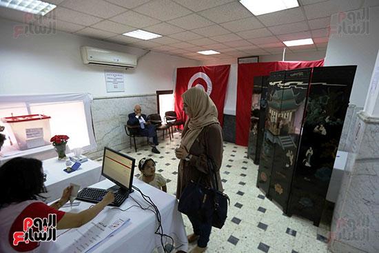 56127-انتخابات-تونس-فى-السفارة-بمصر-(4)