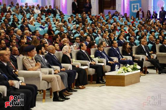 الرئيس و الحاضرين بمؤتمر الشباب