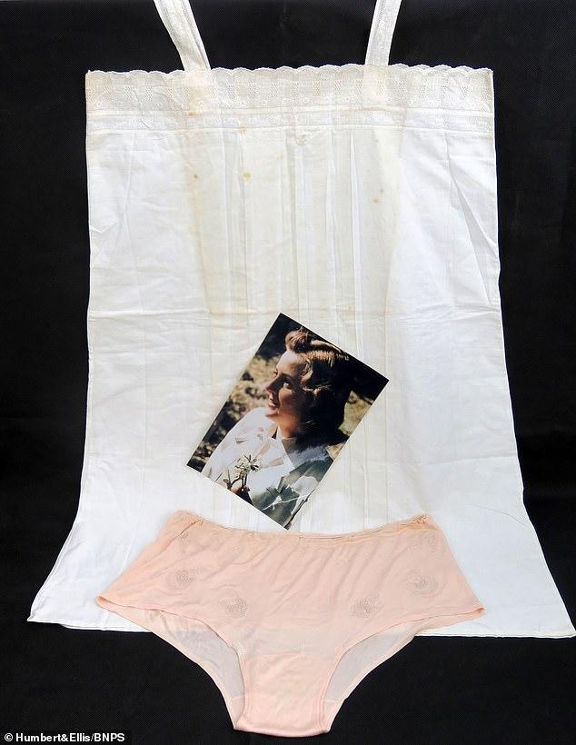ملابس الداخلية لعشيقة هتلر للبيع بمزاد علنى (4)