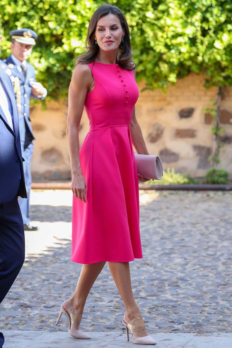 ملكة اسبانيا بلون جرئ