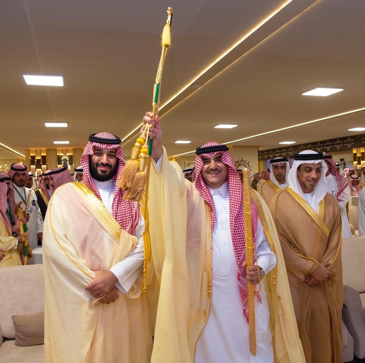 ولى العهد السعودى يكرم الفائزين فى سباق الهجن  (2)