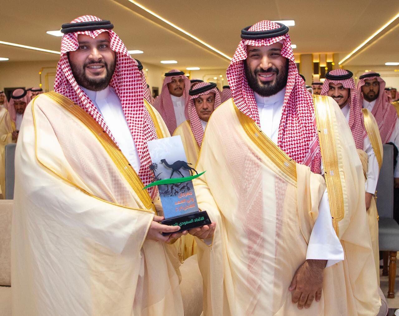 ولى العهد السعودى يكرم الفائزين فى سباق الهجن  (1)