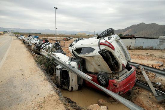 جانب من أثار الفيضانات فى إسبانيا