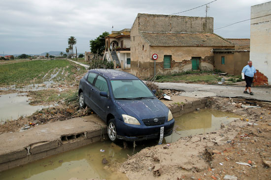 جانب من أثار الفيضانات