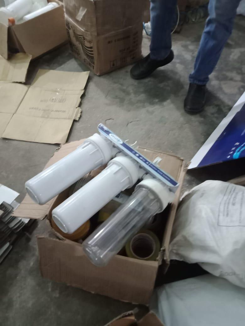 ضبط فلاتر مياه مقلدة بمصنع بدون ترخيص (2)