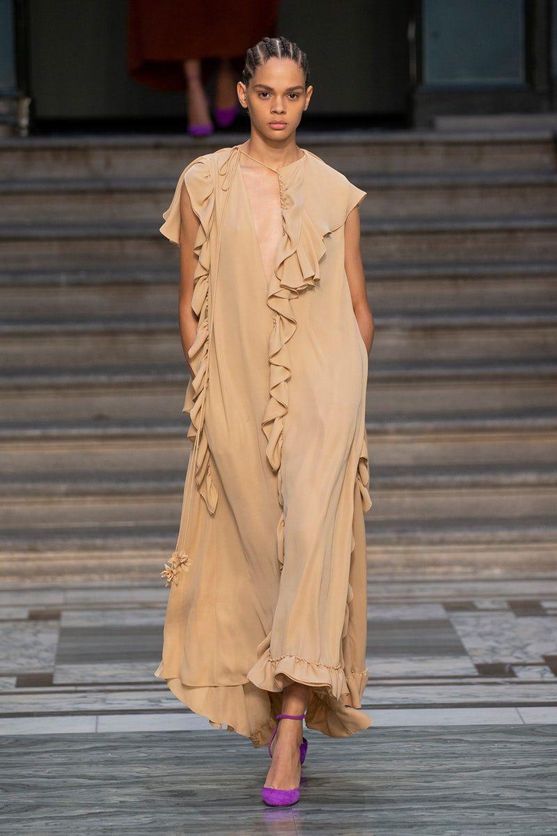عرض أزياء فيكتوريا بيكهام بأسبوع الموضة فى لندن (1)