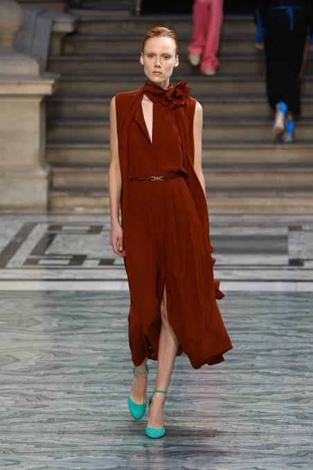 عرض أزياء فيكتوريا بيكهام بأسبوع الموضة فى لندن (4)