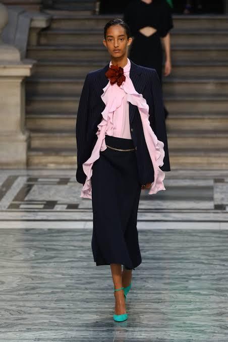 عرض أزياء فيكتوريا بيكهام بأسبوع الموضة فى لندن (6)