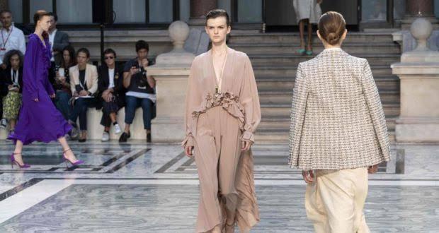 عرض أزياء فيكتوريا بيكهام بأسبوع الموضة فى لندن (2)