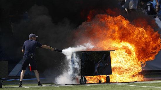 حريق-ضخم-داخل-ملعب-كرة-القدم