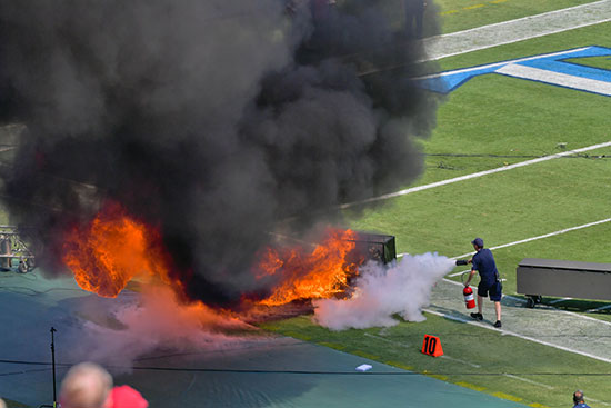اشتعال النيران فى أجهزة الملعب