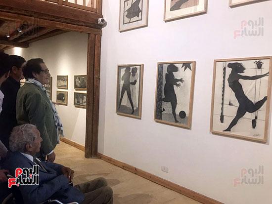 الفنان-فاروق-حسنى-يفتتح-قاعة-لوحات-أدم-حنين