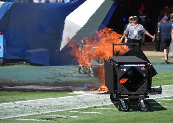 اشتعال-النيران-فى-أحد-أجهزة-الملعب
