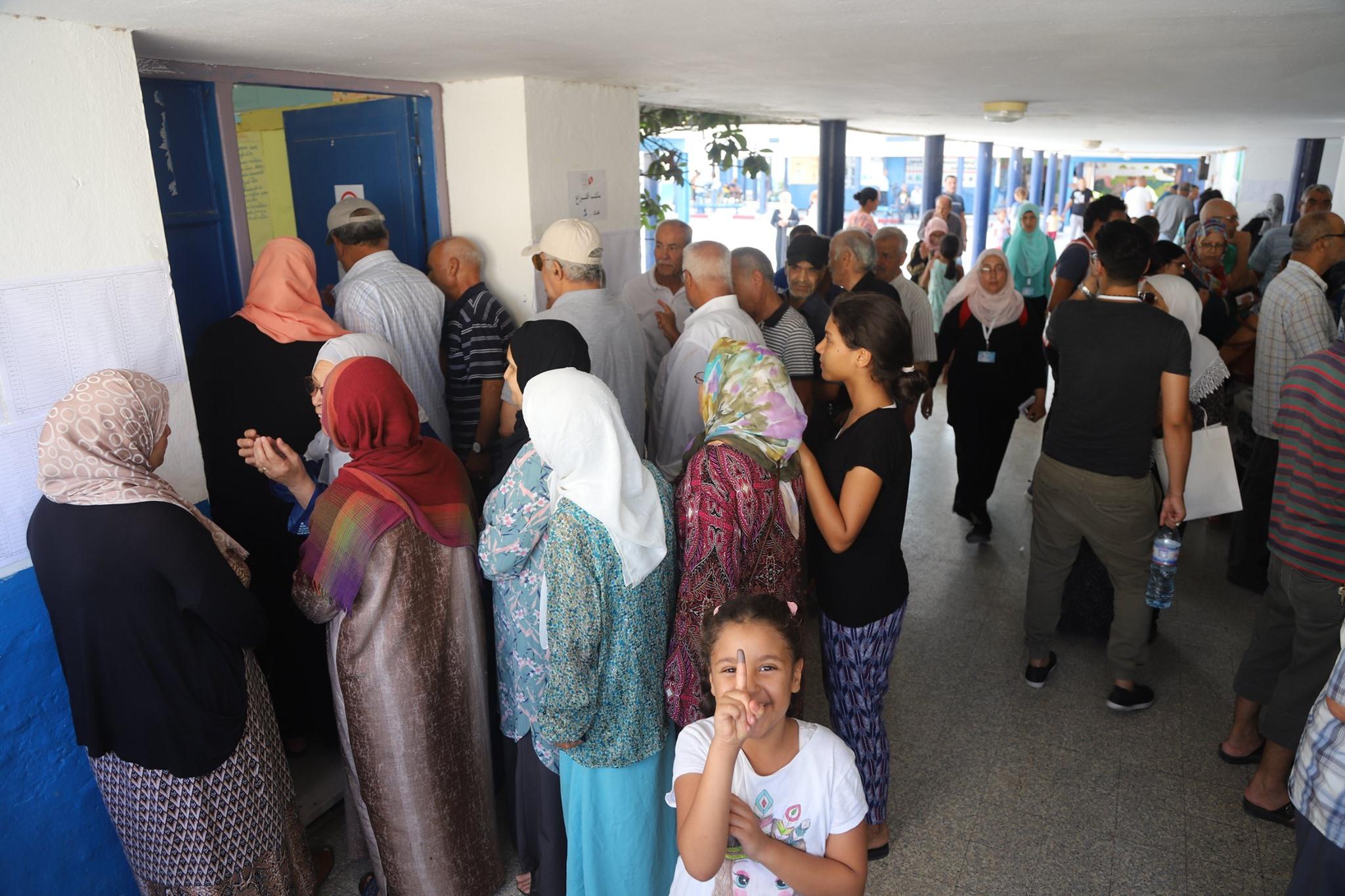 إقبال التوانسة على صناديق الاقتراع