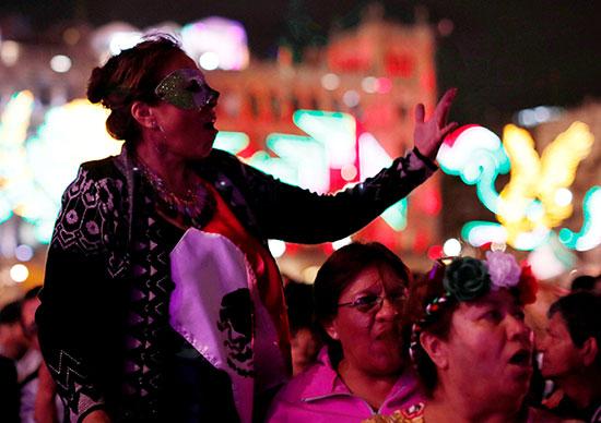 سيدات المكسيك يحتفلن بذكرى الاستقلال