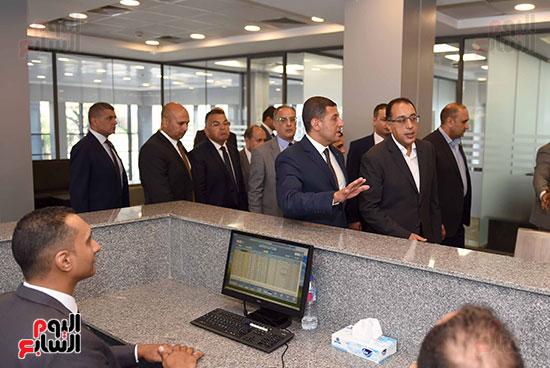 رئيس الوزراء يتفقد مركز خدمة المستثمرين بمدينة نصر وتطوير المنطقة الحرة (2)