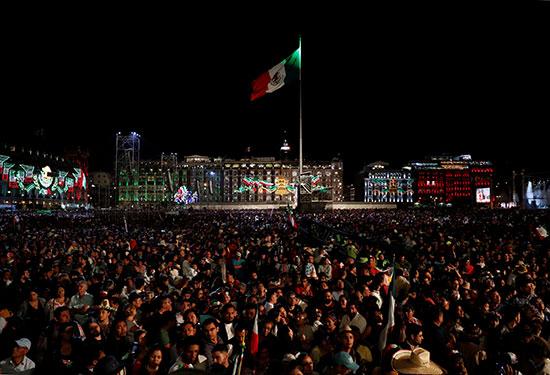 الأعلام المكسيكية ترفرف خلال الاحتفالات