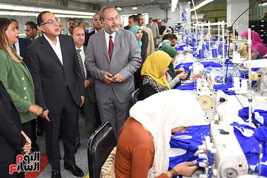 رئيس الوزراء يتفقد مركز خدمة المستثمرين بمدينة نصر وتطوير المنطقة الحرة (4)