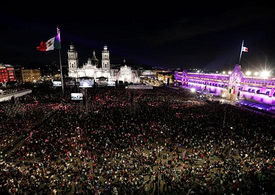 مئات الآلاف فى احتفال عيد الاستقلال